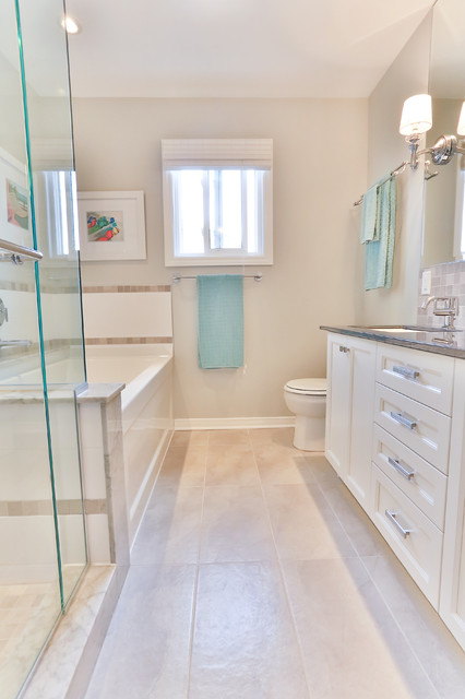 Narrow Bathroom With Teal Accent Accessories #bathroom #narrow #narrowbathroom #decorhomeideas