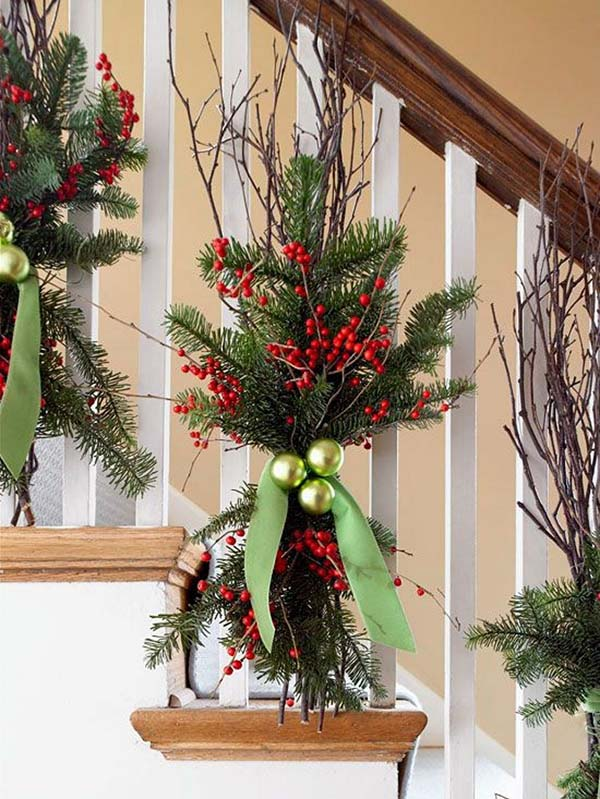Nature Inspired Christmas Banister Decoration #Christmas #Christmasdecor #nature #natural #natureinspired #decorhomeideas