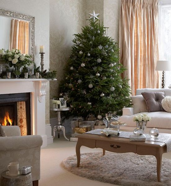 Neutral Colored Living Room Christmas Decor #Christmasdecor #Christmas #livingroom #decorhomeideas