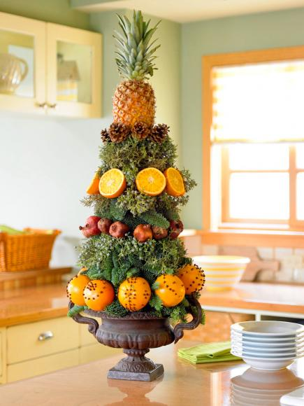 Pineapple tower Christmas Decor #Christmas #Christmasdecor #nature #natural #natureinspired #decorhomeideas