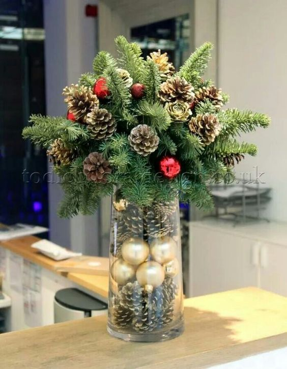Pinecones Christmas Centerpiece #Christmas #centerpieces #Christmasdecor #decorhomeideas