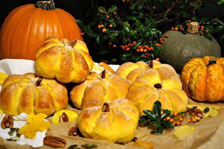 Pumpkin Shaped Rolls