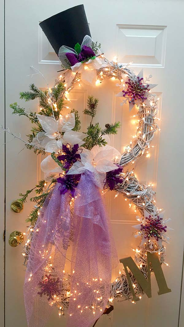 Purple Christmas Wreath With Monogram #Christmasdecor #purple #Christmas #decorhomeideas