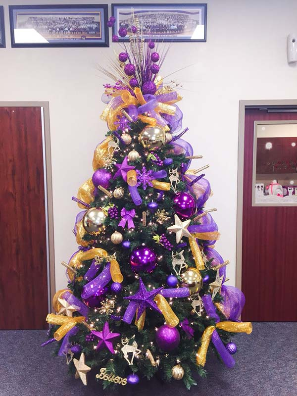 Purple and Gold Christmas Tree #Christmasdecor #purple #Christmas #decorhomeideas