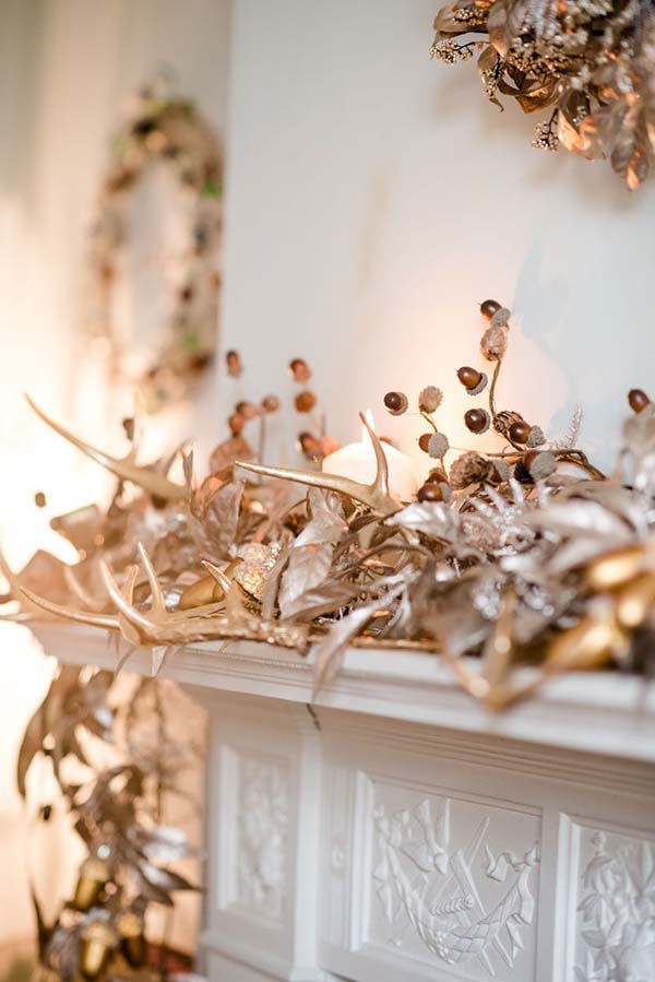 Rose Gold Christmas Mantel Decoration #rosegold #Christmas #Christmasdecor #rosegolddecor #decorhomeideas