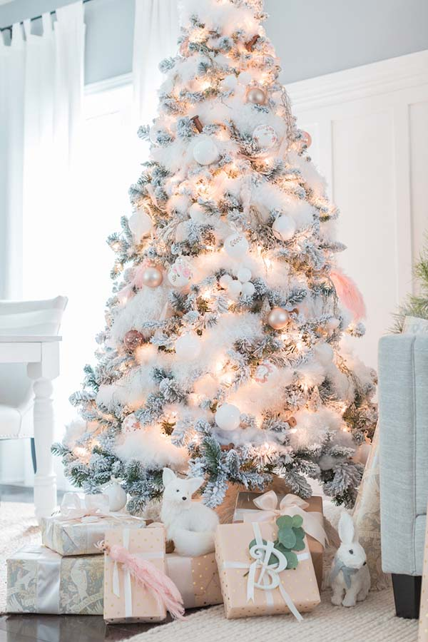 Rose Gold Decorated Christmas Tree #rosegold #Christmas #Christmasdecor #rosegolddecor #decorhomeideas
