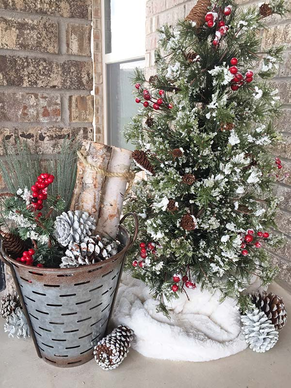 Rustic Front Porch Christmas Decor #farmhouse #Christmas #Christmasdecor #farmhousedecor #decorhomeideas