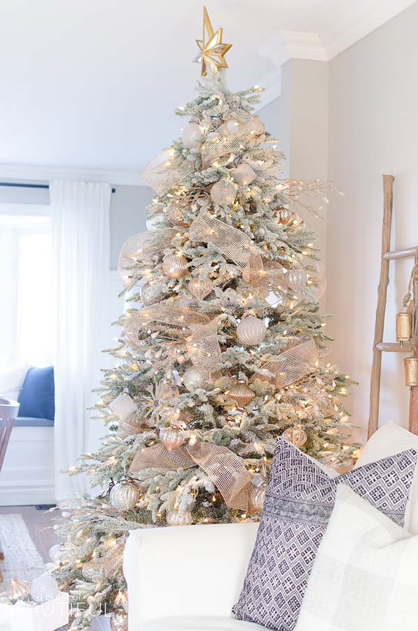 Snowy Flocked Christmas Tree In Rose Gold #rosegold #Christmas #Christmasdecor #rosegolddecor #decorhomeideas