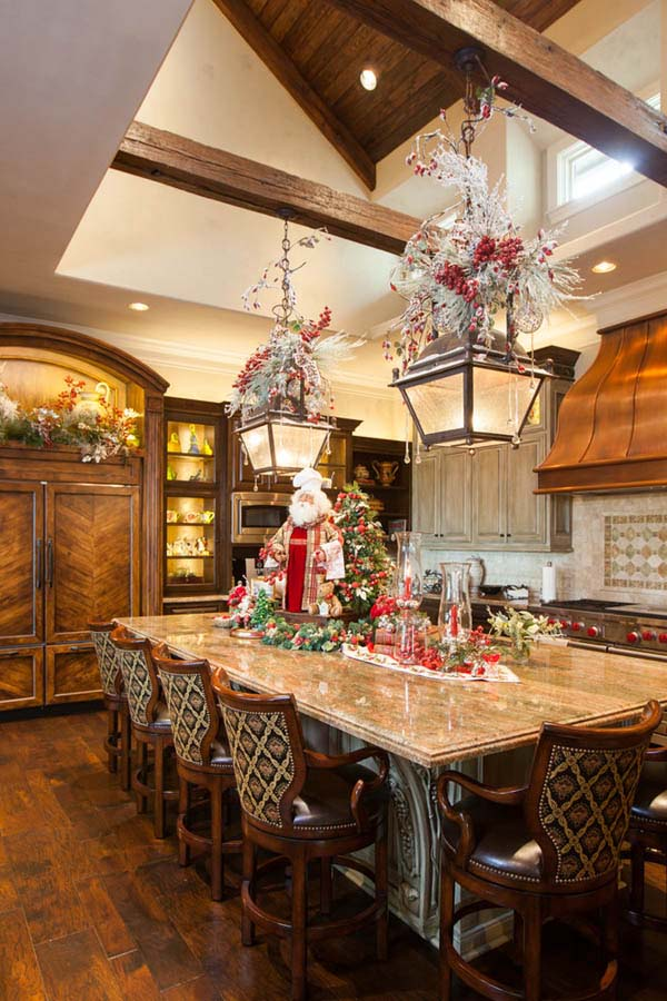 Traditional Kitchen Christmas Decorated #Christmas #Christmasdecor #kitchen #Christmaskitchen #decorhomeideas