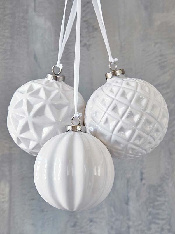 White Bauble Christmas Ornaments #Christmasdecor #Christmas #white #whitechristmas #decorhomeideas
