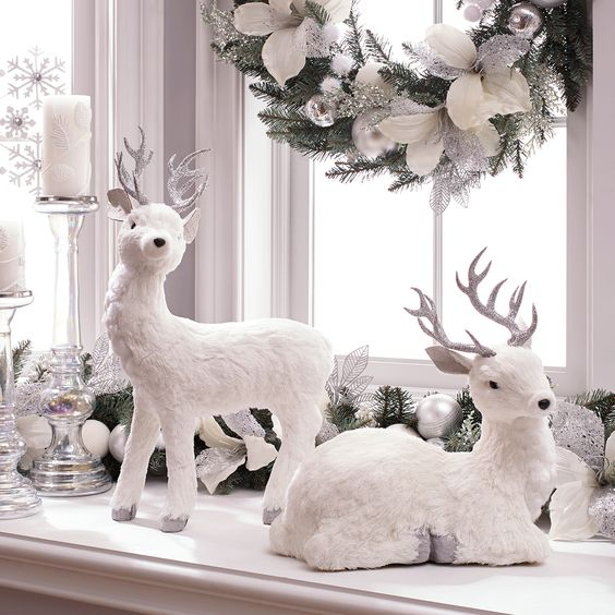 White Christmas Centerpiece Decoration #Christmasdecor #Christmas #white #whitechristmas #decorhomeideas