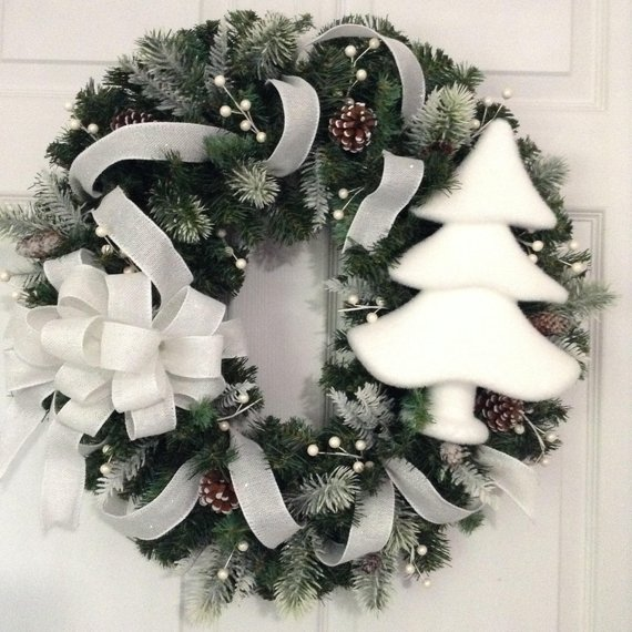 White Christmas Wreath #Christmasdecor #Christmas #white #whitechristmas #decorhomeideas