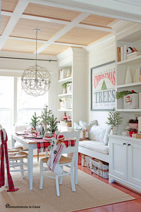 White Kitchen Red Christmas Decor #Christmas #Christmasdecor #kitchen #Christmaskitchen #decorhomeideas