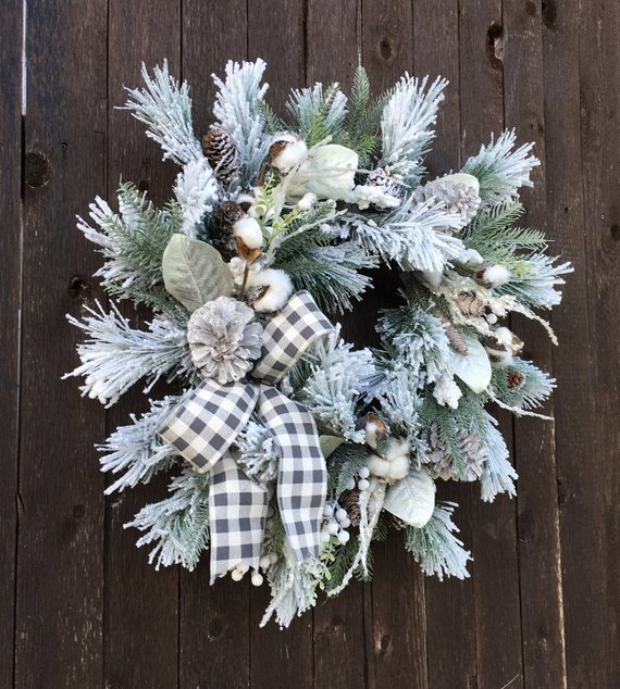 Winter Christmas Wreath #farmhouse #Christmas #Christmasdecor #farmhousedecor #decorhomeideas