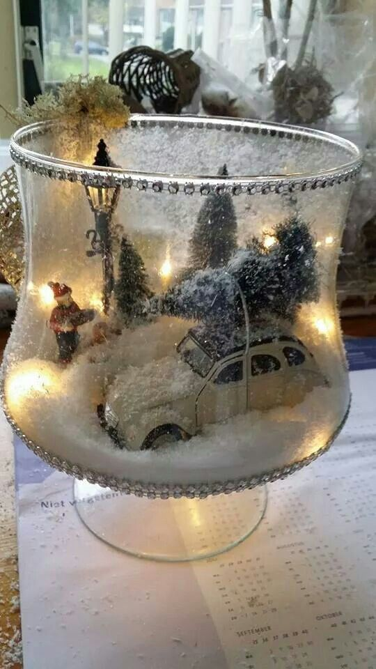 Winter Filled Glass Christmas Centerpiece #Christmas #centerpieces #Christmasdecor #decorhomeideas