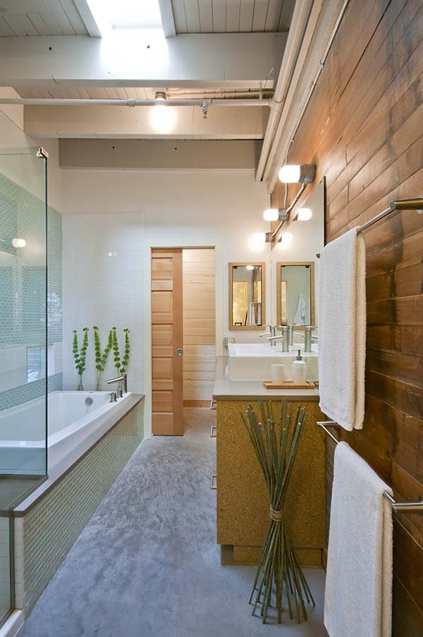 Wood Decorated Narrow Bathroom #bathroom #narrow #narrowbathroom #decorhomeideas
