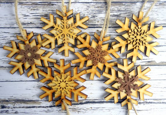 Wood Snowflakes Farmhouse Christmas Decor #farmhouse #Christmas #Christmasdecor #farmhousedecor #decorhomeideas