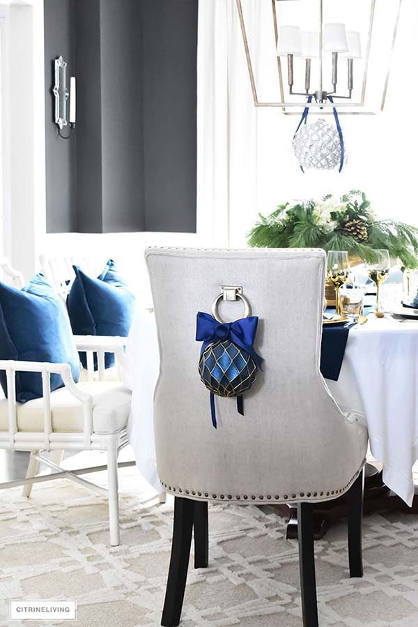 Backchair Navy Blue Christmas Decoration #Christmas #Christmasdecor #gold #navyblue #decorhomeideas
