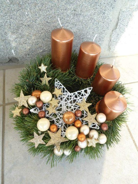 Brown Candles Christmas Centerpiece #Christmas #Christmasdecor #candles #centerpiece #decorhomeideas