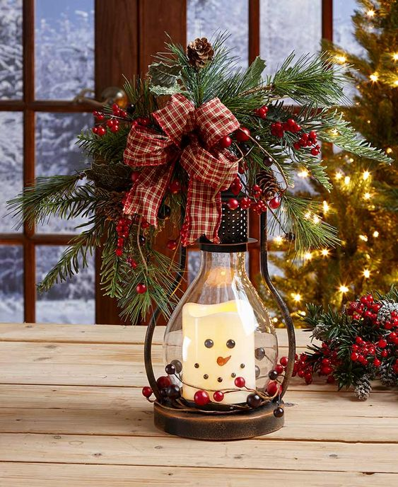 Candle Lantern Christmas Centerpiece #Christmas #centerpiece #Christmasdecor #decorhomeideas