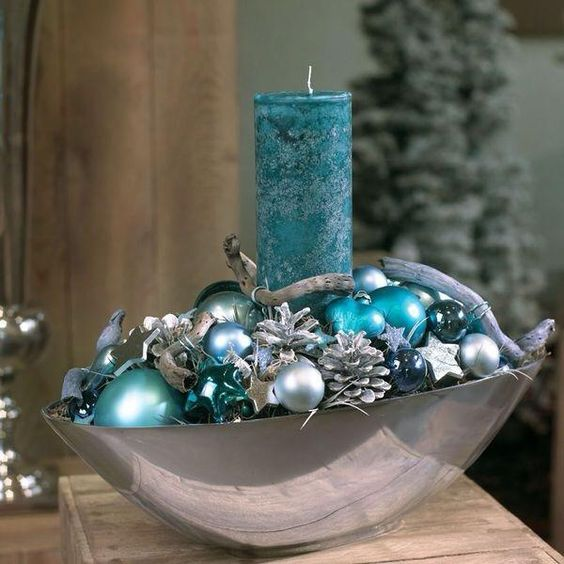 Christmas Candle Centerpiece In Turquoise #Christmas #Christmasdecor #candles #centerpiece #decorhomeideas