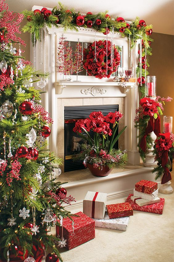Christmas Mantle Decor In Red #Christmasdecor #Christmas #red #reddecor #decorhomeideas