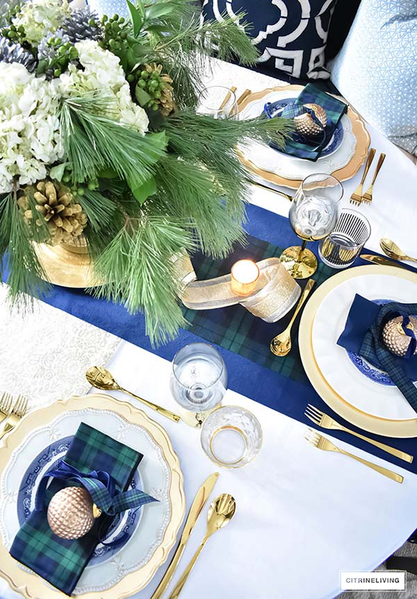 Christmas Tablescape In Gold and Navy Blue #Christmas #Christmasdecor #gold #navyblue #decorhomeideas