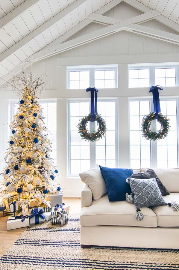 Christmas Tree In Gold And Navy Blue #Christmas #Christmasdecor #gold #navyblue #decorhomeideas