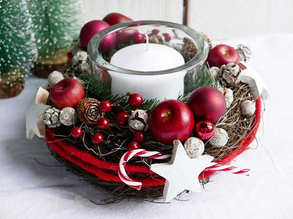 Classic Red Christmas Candle Centerpiece #Christmas #Christmasdecor #candles #centerpiece #decorhomeideas