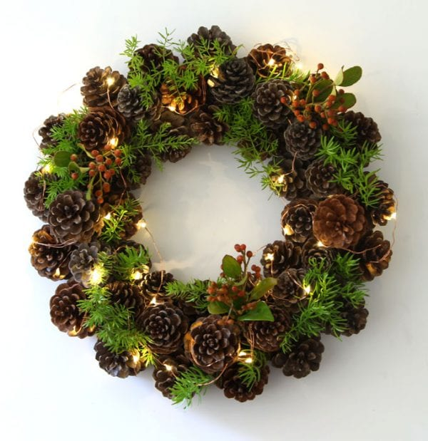 DIY Pinecone Wreath #Christmas #Christmasdecor #pinecones #crafts #decorhomeideas