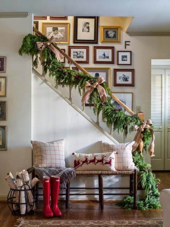 Entryway Christmas Rustic Decor #Christmas #Christmasdecor #entryway #hallway #decorhomeideas