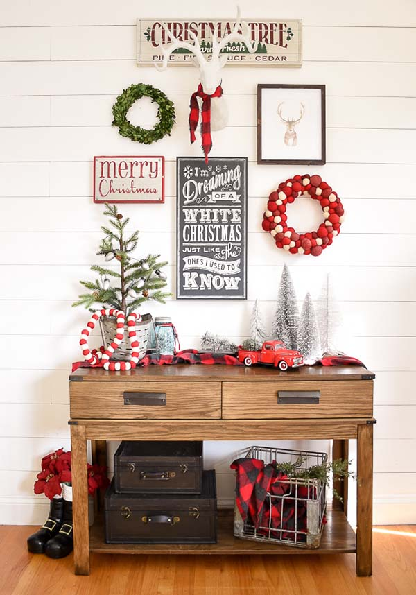 Farmhouse Entryway Decoration #Christmas #Christmasdecor #entryway #hallway #decorhomeideas