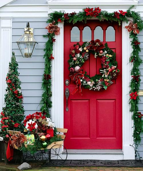 Front Door Red Christmas Decoration #Christmasdecor #Christmas #red #reddecor #decorhomeideas