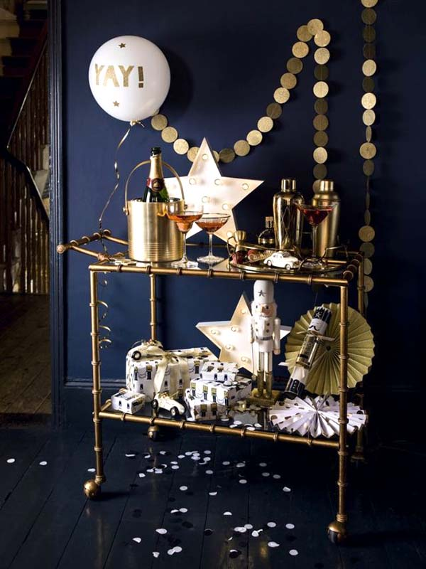 Gold And Navy Blue Christmas Decoration #Christmas #Christmasdecor #gold #navyblue #decorhomeideas
