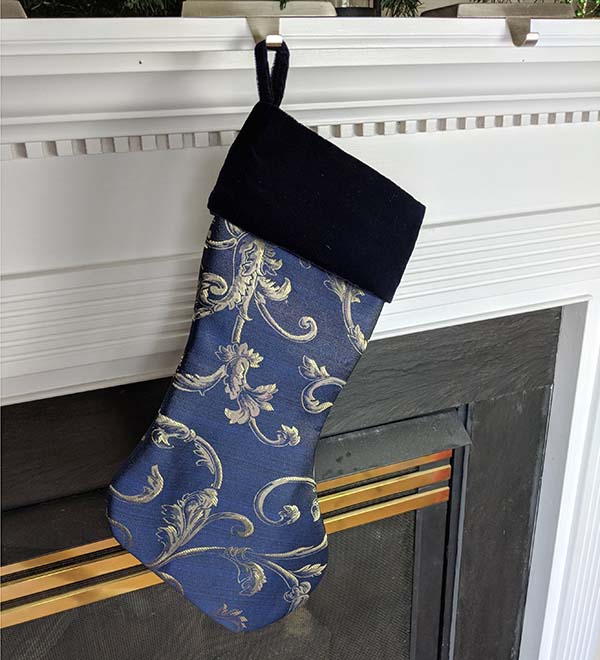 Navy Blue And Gold Christmas Socks #Christmas #Christmasdecor #gold #navyblue #decorhomeideas