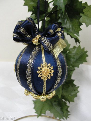 Navy Blue And Gold Christmas Ball #Christmas #Christmasdecor #gold #navyblue #decorhomeideas