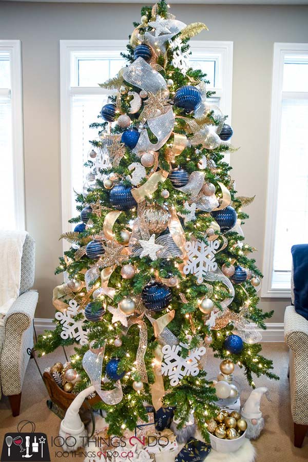 Navy Blue And Gold Christmas Tree #Christmas #Christmasdecor #gold #navyblue #decorhomeideas