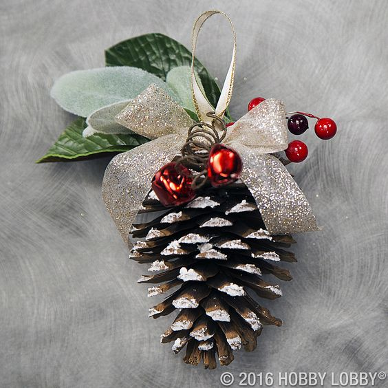 Pine Cone Christmas Tree Ornament #Christmas #Christmasdecor #pinecones #crafts #decorhomeideas