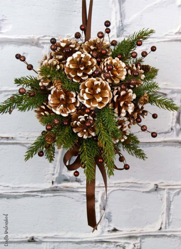 Pine Cone DIY crafts Swag #Christmas #Christmasdecor #pinecones #crafts #decorhomeideas