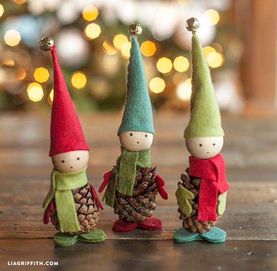Pine Cone Elves #Christmas #Christmasdecor #pinecones #crafts #decorhomeideas