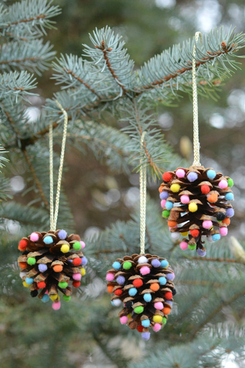 Pom Poms Christmas Tree Pinecone Ornaments #Christmas #Christmasdecor #pinecones #crafts #decorhomeideas