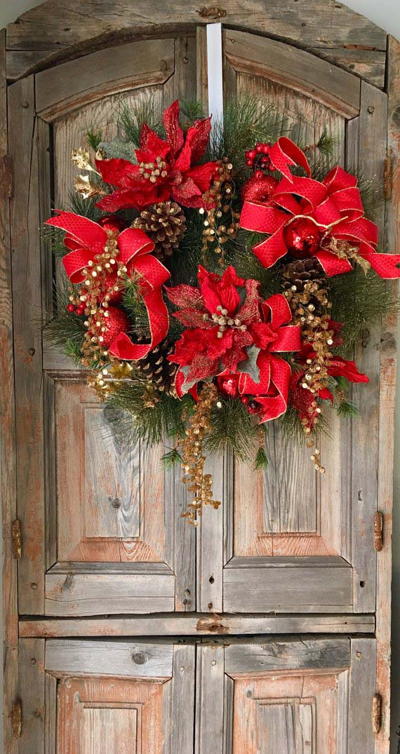 Red Christmas Wreath #Christmasdecor #Christmas #red #reddecor #decorhomeideas
