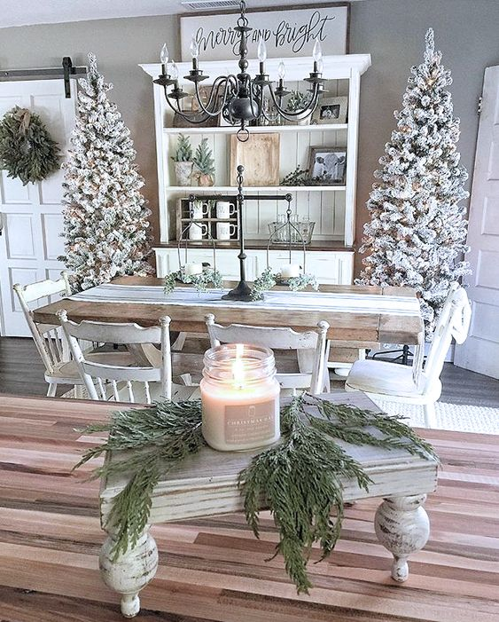 Rustic Candle Centerpiece #Christmas #centerpiece #Christmasdecor #decorhomeideas
