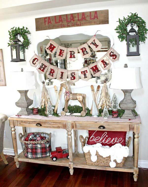 Rustic Entryway Christmas Decoration #Christmas #Christmasdecor #entryway #hallway #decorhomeideas
