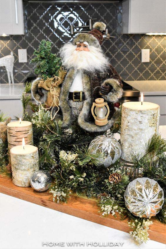 Santa Claus Birch Log Christmas Centerpiece #Christmas #centerpiece #Christmasdecor #decorhomeideas