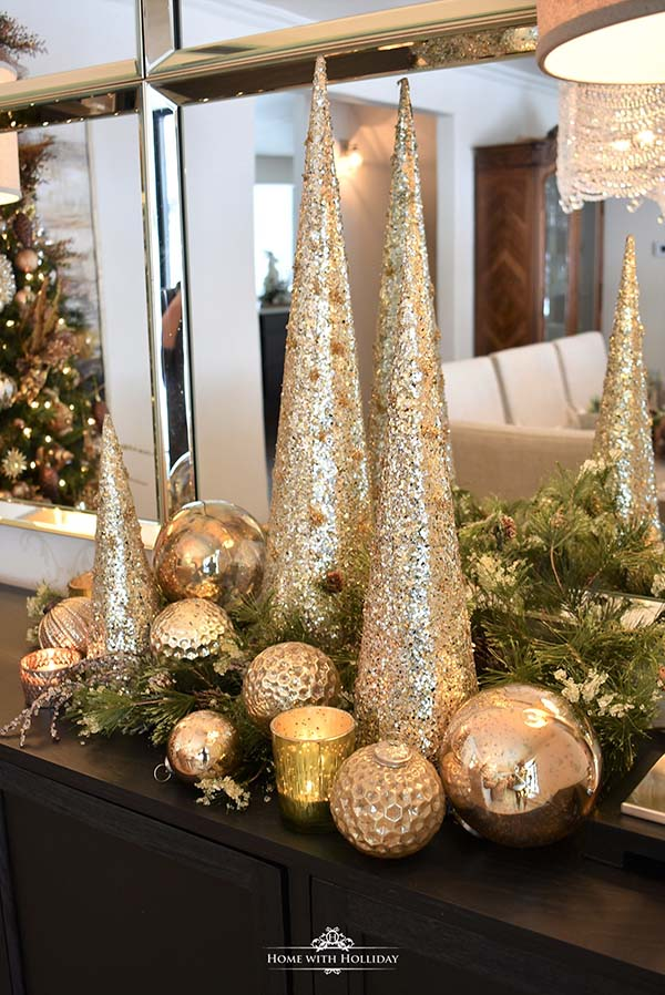 Silver And Gold Christmas Centerpiece #Christmas #centerpiece #Christmasdecor #decorhomeideas
