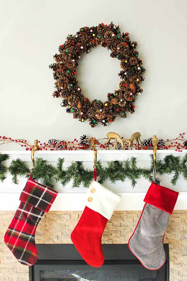 Simple DIY Pinecone Wreath #Christmas #Christmasdecor #pinecones #crafts #decorhomeideas