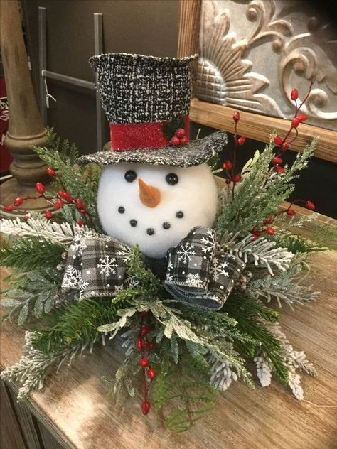 Snowman Christmas Centerpiece #Christmas #centerpiece #Christmasdecor #decorhomeideas