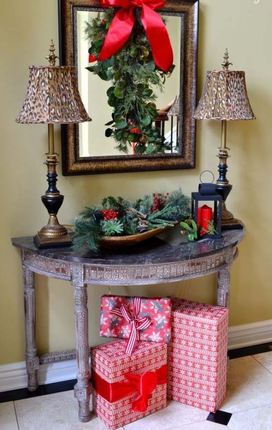 Traditional Farmhouse Entryway Chrsitmas Decor #Christmas #Christmasdecor #entryway #hallway #decorhomeideas