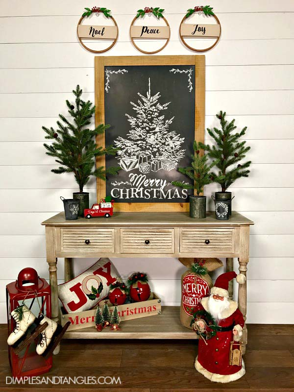 Warm Toned Christmas Entryway Decor #Christmas #Christmasdecor #entryway #hallway #decorhomeideas